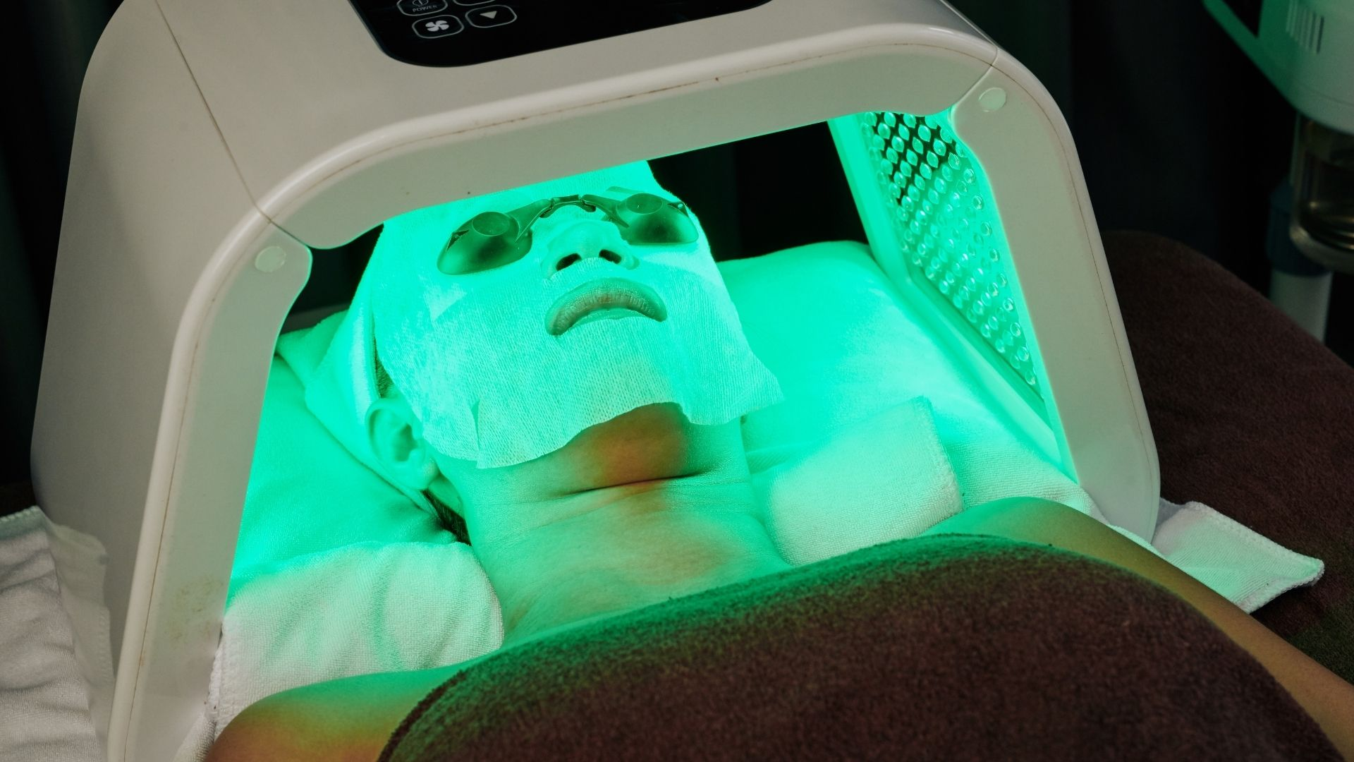 FACIAL WITH  LED MASK